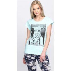 Miętowy T-shirt Who Smells Love. Zielone bluzki damskie Born2be, l. Za 9,99 zł.