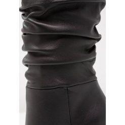 Steve Madden CARRIE Kozaki na obcasie black. Czarne buty zimowe damskie marki Steve Madden, z materiału, na obcasie. Za 759,00 zł.