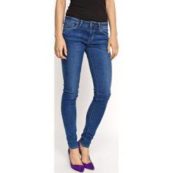 Pepe Jeans - Jeansy Soho. Niebieskie jeansy damskie relaxed fit Pepe Jeans, z aplikacjami, z bawełny. Za 319,90 zł.