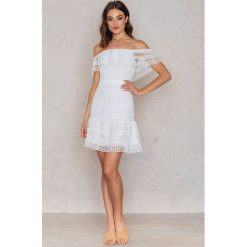 Sukienki: Endless Rose Sukienka Rozkloszowana Semi Neck – Offwhite