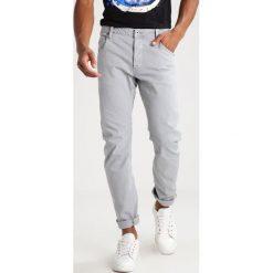 GStar ARC 3D SLIM COJ Jeansy Slim fit Correct grey. Szare jeansy męskie G-Star. W wyprzedaży za 298,35 zł.