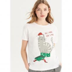T-shirt ze świątecznym kotem - Biały. Białe t-shirty damskie marki Sinsay, l. Za 24,99 zł.