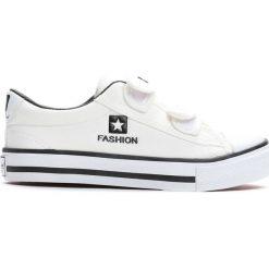 Białe Trampki Dime. Białe buty sportowe chłopięce marki Born2be, z materiału, z okrągłym noskiem. Za 29,99 zł.