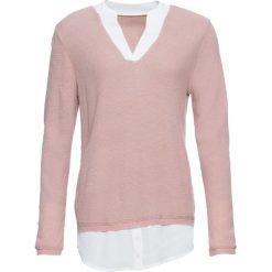 Sweter z koszulową wstawką bonprix jasnoróżowy. Niebieskie swetry klasyczne damskie marki bonprix, z nadrukiem. Za 109,99 zł.