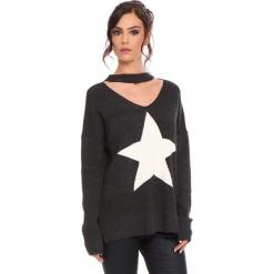 """Sweter """"Etoile"""" w kolorze ciemnoszarym. Szare swetry klasyczne damskie marki Cosy Winter, s, prążkowane, z okrągłym kołnierzem. W wyprzedaży za 136,95 zł."""