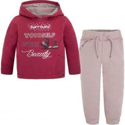 2-częściowy zestaw - bluza, spodnie. Czerwone bluzy niemowlęce marki Mayoral, z nadrukiem. W wyprzedaży za 107,95 zł.