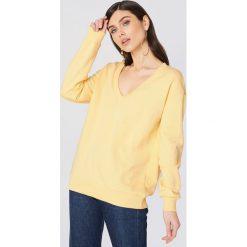 NA-KD Basic Bluza basic z dekoltem V - Yellow. Różowe bluzy damskie marki NA-KD Basic, prążkowane. Za 100,95 zł.