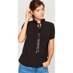 Koszula z wiązaniem przy dekolcie - Czarny. Czarne koszule wiązane damskie Mohito, l. Za 59,99 zł.