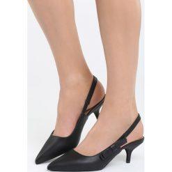Czarne Sandały The Show. Czarne sandały damskie marki Born2be, z materiału, na wysokim obcasie, na obcasie. Za 79,99 zł.
