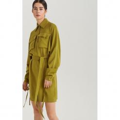 Sukienka regulowaną długością rękawów ReDesign - Żółty. Żółte sukienki marki Reserved. Za 259,99 zł.
