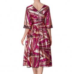 Sukienka w kolorze różowym. Czerwone sukienki na komunię marki BOHOBOCO, z dekoltem na plecach, midi. W wyprzedaży za 1179,95 zł.