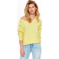 Swetry klasyczne damskie: SWETER DAMSKI OVERSIZE W MODNYM KOLORZE