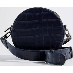 Okrągła torebka Gold Label - Granatowy. Niebieskie torebki klasyczne damskie Mohito. Za 119,99 zł.