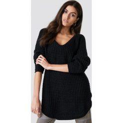 NA-KD Sweter ze splotem - Black. Niebieskie swetry klasyczne damskie marki NA-KD, z satyny. Za 113,00 zł.