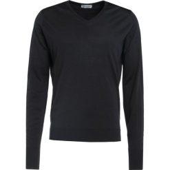 John Smedley BOBBY Sweter black. Czarne swetry klasyczne męskie marki John Smedley, m, z materiału. W wyprzedaży za 629,25 zł.