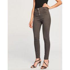 Spodnie z wysokim stanem - Szary. Szare spodnie z wysokim stanem Reserved. Za 99,99 zł.