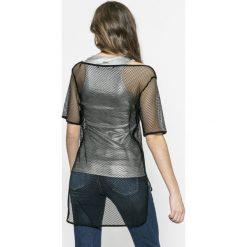 Guess Jeans - Top Zelinda. Szare topy damskie marki Guess Jeans, l, z jeansu. W wyprzedaży za 199,90 zł.