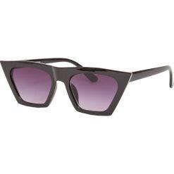 Okulary przeciwsłoneczne typu cat eye. Czarne okulary przeciwsłoneczne damskie aviatory Pull&Bear. Za 49,90 zł.