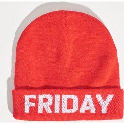 Czapka Friday - Czerwony. Czerwone czapki zimowe damskie marki Sinsay. Za 19,99 zł.