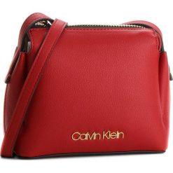 Torebka CALVIN KLEIN - Step Up Small Crossb K60K604289  627. Czerwone listonoszki damskie marki Calvin Klein, ze skóry ekologicznej. W wyprzedaży za 359,00 zł.