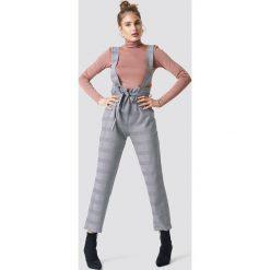 Trendyol Spodnie z szelkami - Grey. Zielone spodnie z wysokim stanem marki Emilie Briting x NA-KD, l. Za 121,95 zł.