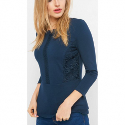 Koszulka z baskinką. Czarne bluzki ażurowe marki bonprix, z koronki. Za 69,99 zł.