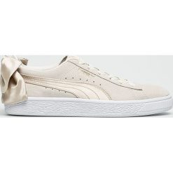 Puma - Buty Suede Bow Varsity Wn's. Szare buty sportowe damskie marki Puma, z materiału. W wyprzedaży za 349,90 zł.