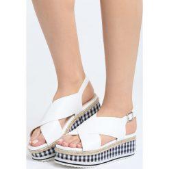 Białe Sandały Squared. Białe sandały damskie Born2be, z materiału, na koturnie. Za 89,99 zł.