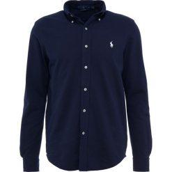 Polo Ralph Lauren LONG SLEEVE Koszula aviator navy. Szare koszule męskie marki Polo Ralph Lauren, l, z bawełny, button down, z długim rękawem. Za 459,00 zł.