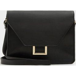 Torebki klasyczne damskie: Czarna torebka na ramię z metalową ozdobą
