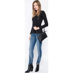 Lee - Jeansy Lynn. Niebieskie jeansy damskie relaxed fit marki Sinsay, z podwyższonym stanem. Za 329,90 zł.