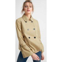 Płaszcze damskie pastelowe: Krótki, rozszerzany płaszcz