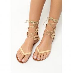 Beżowe Sandały Texture. Brązowe sandały damskie marki Born2be, na płaskiej podeszwie. Za 39,99 zł.