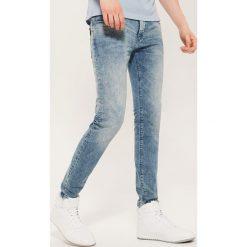 Jeansy slim - Niebieski. Niebieskie jeansy męskie slim House, z jeansu. Za 99,99 zł.
