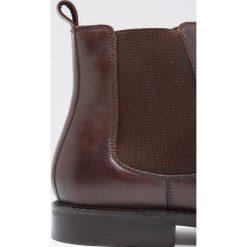 KIOMI Botki dark brown. Brązowe buty zimowe męskie KIOMI, z materiału. W wyprzedaży za 239,20 zł.