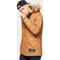Sportowy płaszcz na zimę - Brązowy. Brązowe płaszcze na zamek męskie Cropp, na zimę, l, sportowe. Za 369,99 zł.