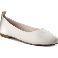 Baleriny KAZAR - Nereza 29432-01-01 Biały. Białe baleriny damskie Kazar, ze skóry, na wysokim obcasie. W wyprzedaży za 199,00 zł.
