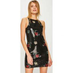 Answear - Sukienka. Brązowe sukienki mini marki ANSWEAR, na co dzień, l, z haftami, z poliesteru, casualowe, dopasowane. Za 199,90 zł.