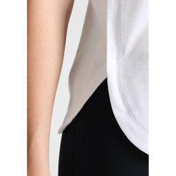Adidas by Stella McCartney ESSENTIAL LOGO Koszulka sportowa white. Białe t-shirty damskie adidas by Stella McCartney, l, z bawełny. W wyprzedaży za 160,30 zł.