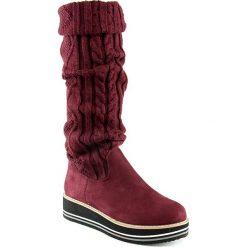 Kozaki w kolorze bordowym. Czarne buty zimowe damskie marki Born2be, z materiału, z okrągłym noskiem, na niskim obcasie, na koturnie. W wyprzedaży za 163,95 zł.
