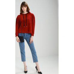 Bluzy rozpinane damskie: NORR EVY Bluza z kapturem bordeaux