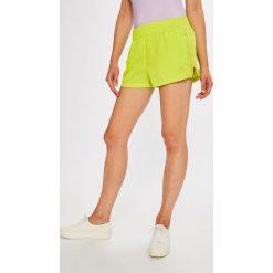 Adidas Originals - Szorty. Szare spodenki sportowe męskie adidas Originals, l, z poliesteru. W wyprzedaży za 129,90 zł.