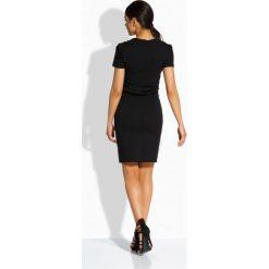 Sukienki balowe: Elegancka sukienka z dekoltem v czarny