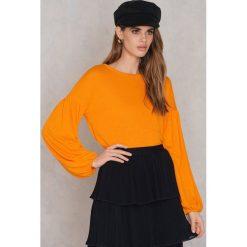 NA-KD Boho Sweter z bufiastym rękawem - Orange. Niebieskie swetry klasyczne damskie marki NA-KD Boho, na imprezę, w koronkowe wzory, z koronki, boho, na ramiączkach, mini. W wyprzedaży za 66,57 zł.