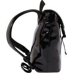 Armani Junior Plecak nero. Czarne plecaki damskie Armani Junior. W wyprzedaży za 519,20 zł.