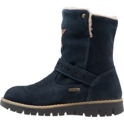Primigi Kozaki navy. Niebieskie buty zimowe damskie marki Roxy, z tworzywa sztucznego, na wysokim obcasie. W wyprzedaży za 259,35 zł.