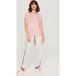 Piżamy damskie: Piżama z dołem w paski – Różowy