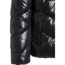 Sisley Kurtka zimowa black. Czarne kurtki chłopięce zimowe Sisley, z materiału. W wyprzedaży za 167,20 zł.