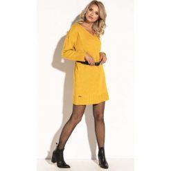 Żółta Krótka Sukienka Wełniana z Dekoltem V. Niebieskie sukienki dzianinowe marki bonprix, na spacer, na lato, w koronkowe wzory, dopasowane. Za 134,90 zł.