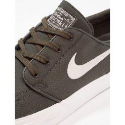Nike SB ZOOM STEFAN JANOSKI  Tenisówki i Trampki sequoia/light bone/summit white/medium olive/elemental pink. Zielone tenisówki męskie Nike SB, z materiału. Za 359,00 zł.